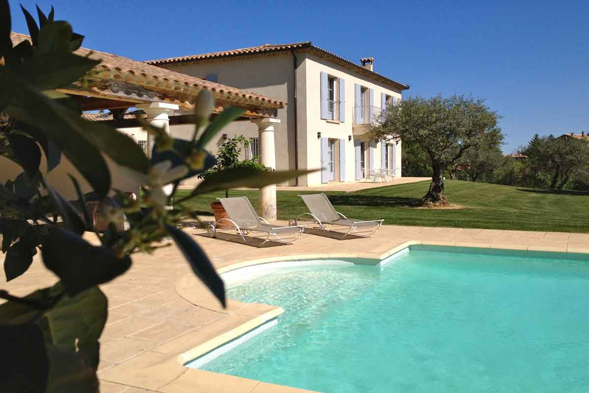 Provence luxury holiday home with pool to rent near uzes for Provence home