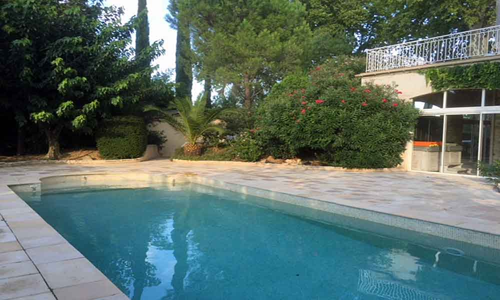 Pezenas family holiday villa for 12