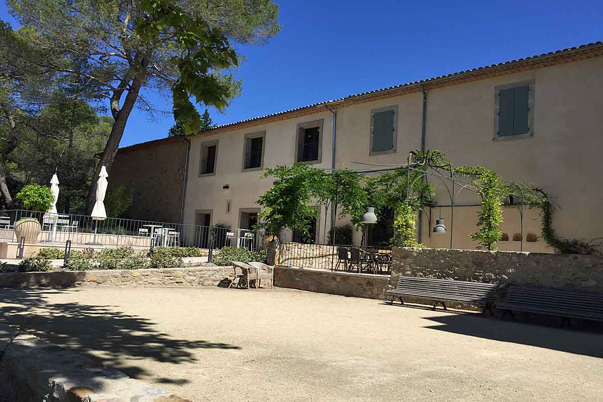 South Of France Chateau To Rent With Pool Near Clermont L Herault # Meuble Tele Fly Beton Cire