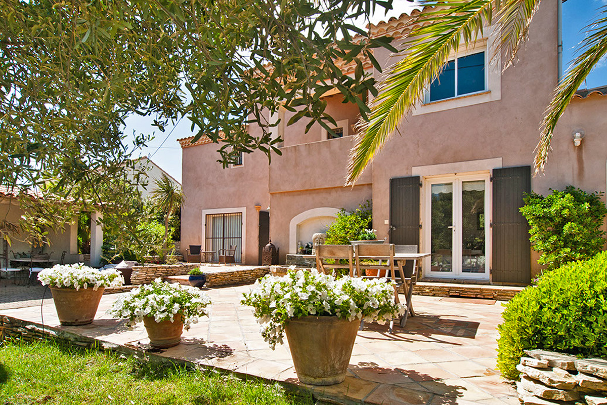 South of France Beachfront Holiday Home with Heated Pool to Rent ...
