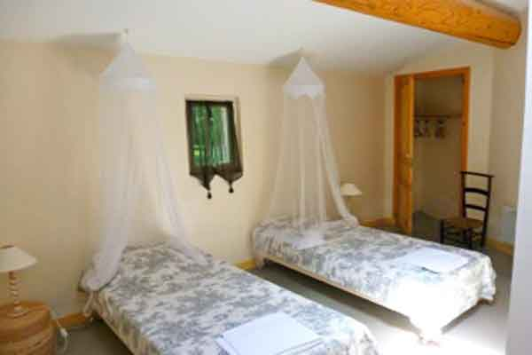 Bedroom 3- twin beds  - Maison Sophie - Villa to Rent in Provence