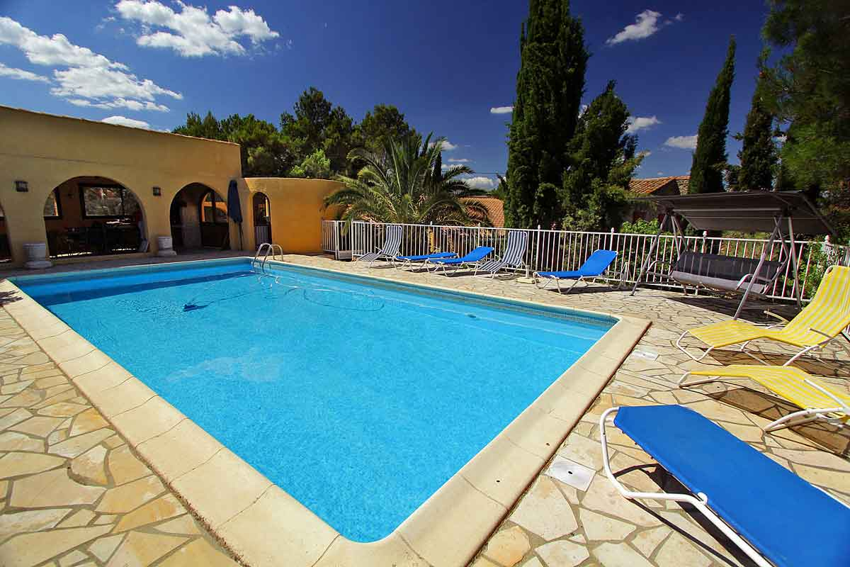 Wonderful Swimming Pool And Summer Kitchen Luxury Villa ...