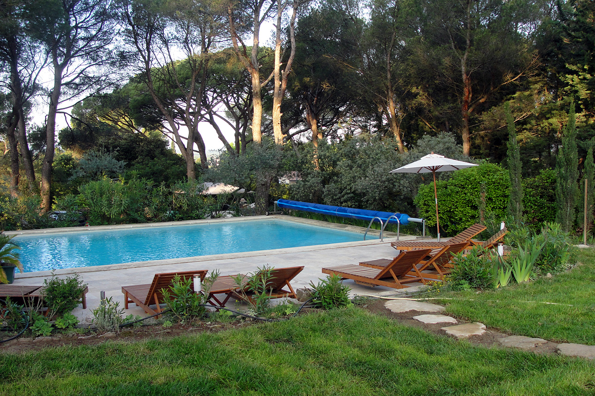 provence large family villa to rent with pool near isle. Black Bedroom Furniture Sets. Home Design Ideas