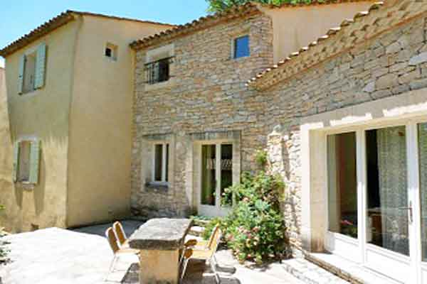 Dining area in the garden - Maison Sophie - Villa to Rent in Provence