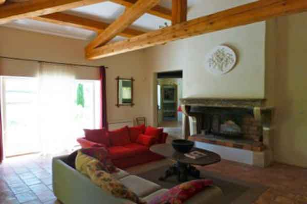 Living area with access to terrace - Maison Sophie - Villa to Rent in Provence