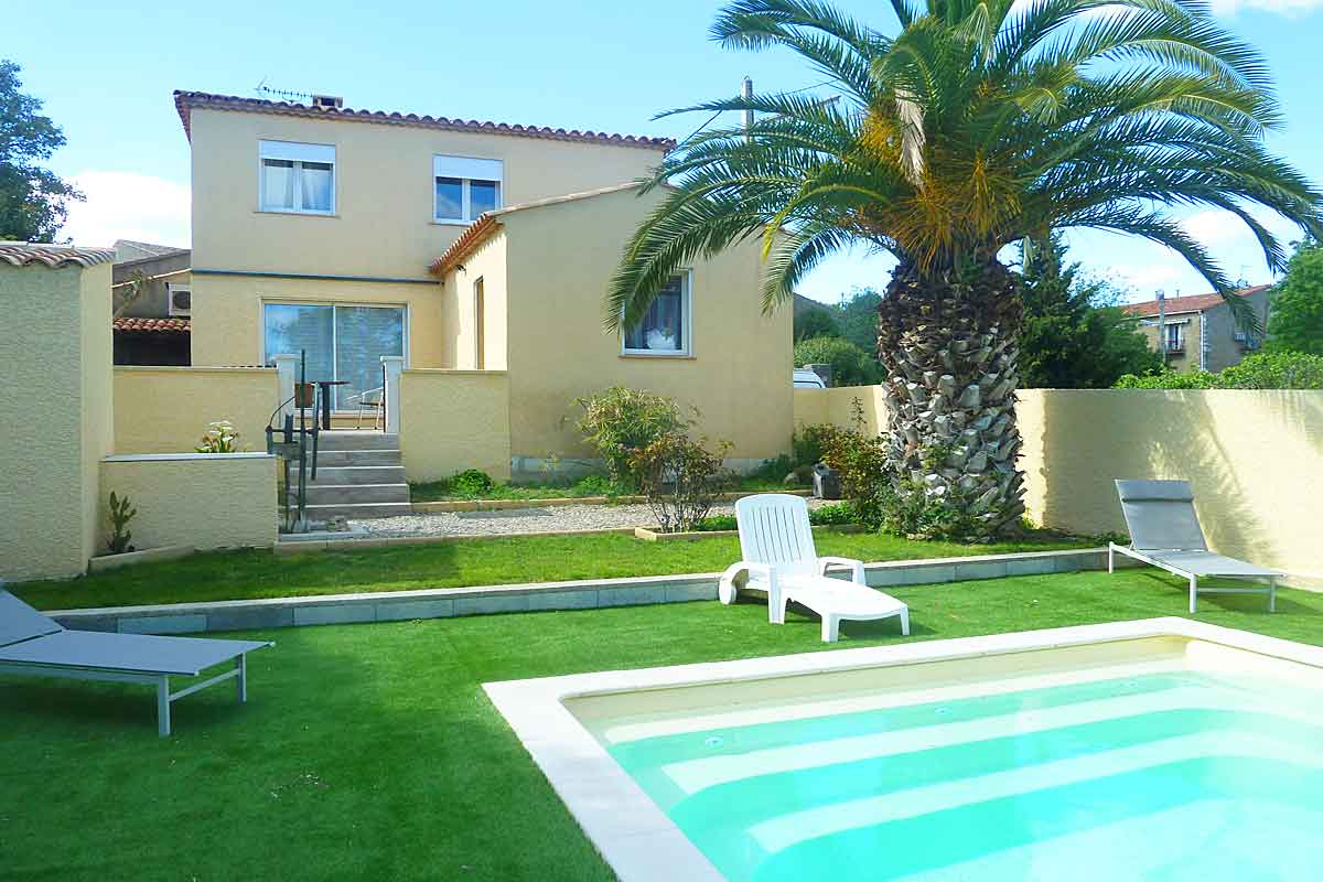 Languedoc holiday villa with pool air con and internet for Family villas