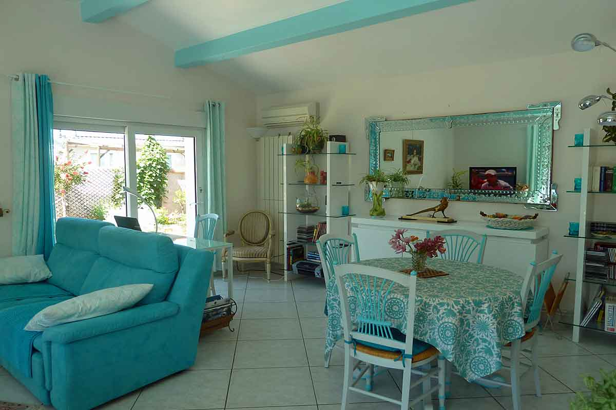 Beach Front Villa Rental Sete for 4