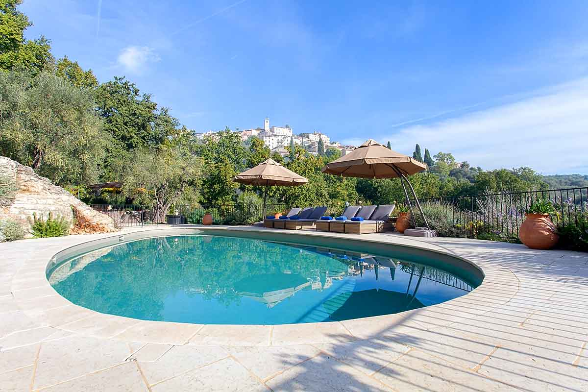 Cote d\'Azur Holiday Villa with Pool to Rent near Valbonne to sleep 8.
