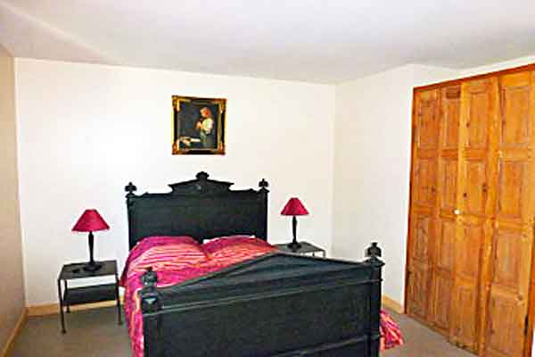 Bedroom 4 with ensuite  - Maison Sophie - Villa to Rent in Provence