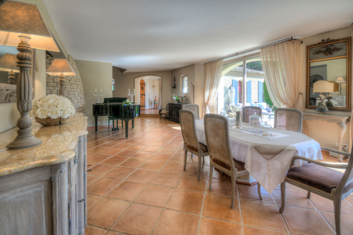 provence luxury villa to rent with pool near saint remy de provence. Black Bedroom Furniture Sets. Home Design Ideas