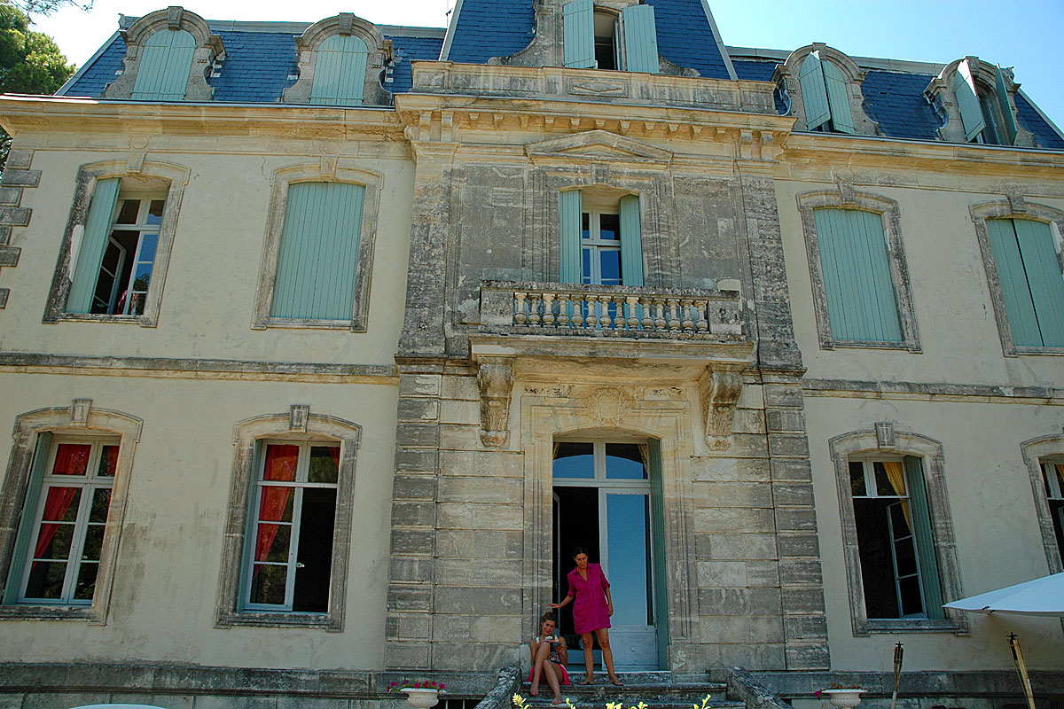 Rent Chateau France Family group