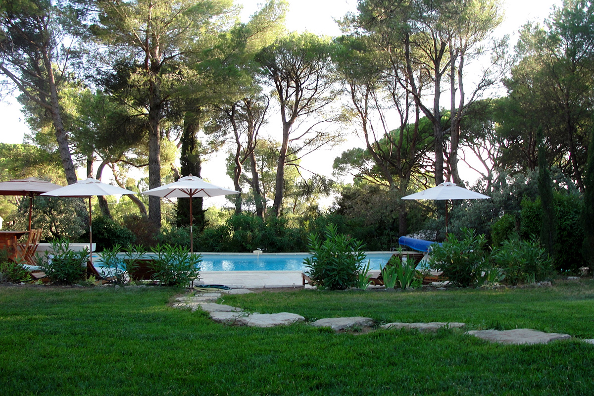 Provence Large Family Villa To Rent With Pool Near Isle
