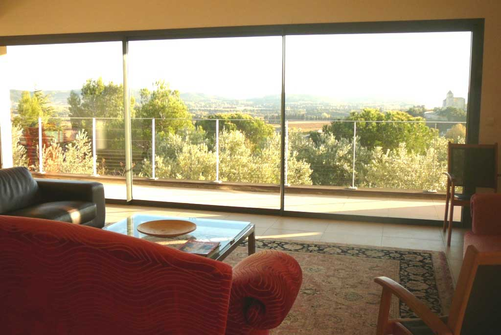 Villa Anise, Contemporary Provence Villa near Avignon, Walking Distance to Village