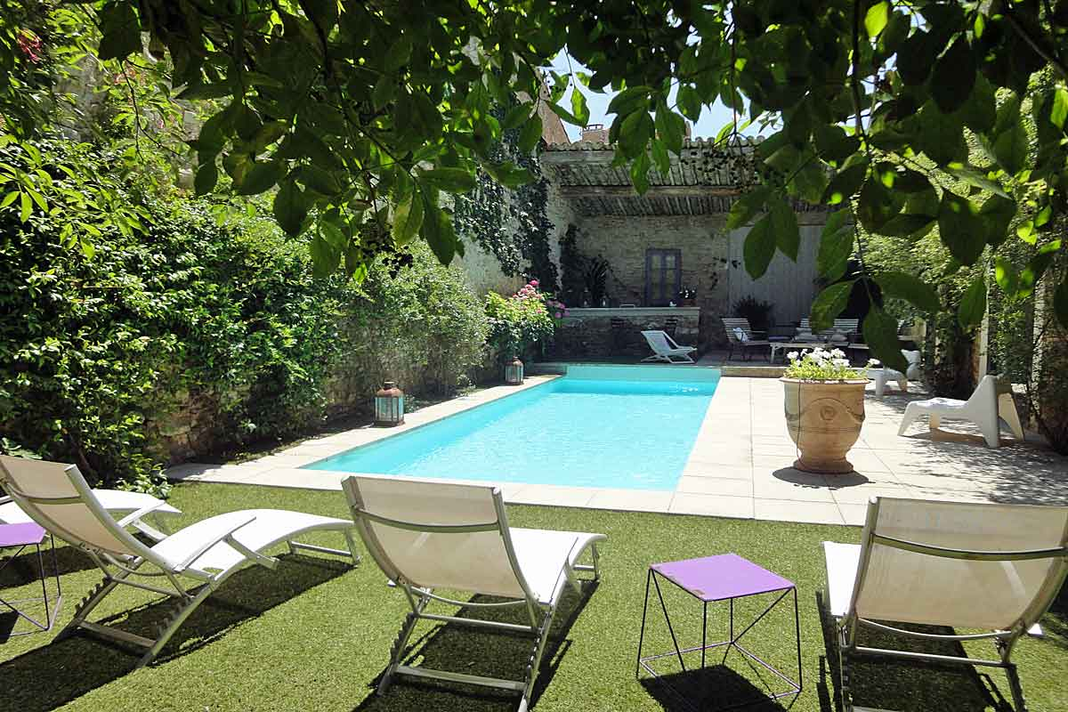 South of france villa to rent with heated pool in the for Swimmingpool 3m
