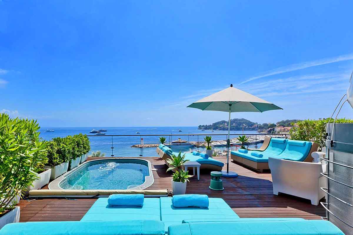 Cap Ferrat luxury beachfront villa