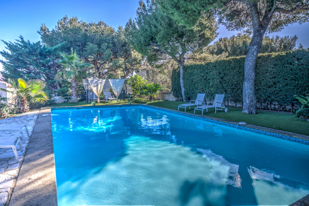 Holday Villas Near Cassis With Pool