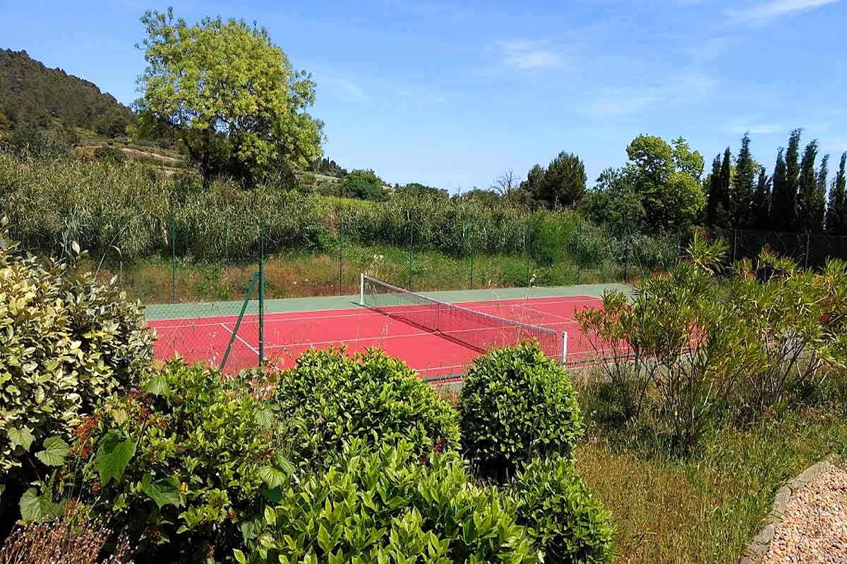 Minervois villa rental with pool and tennis court