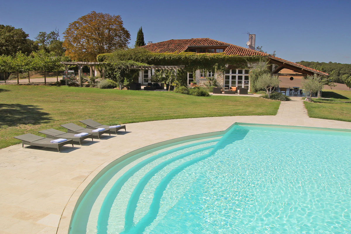 6 Bedroom Holiday Villa In South West France ...