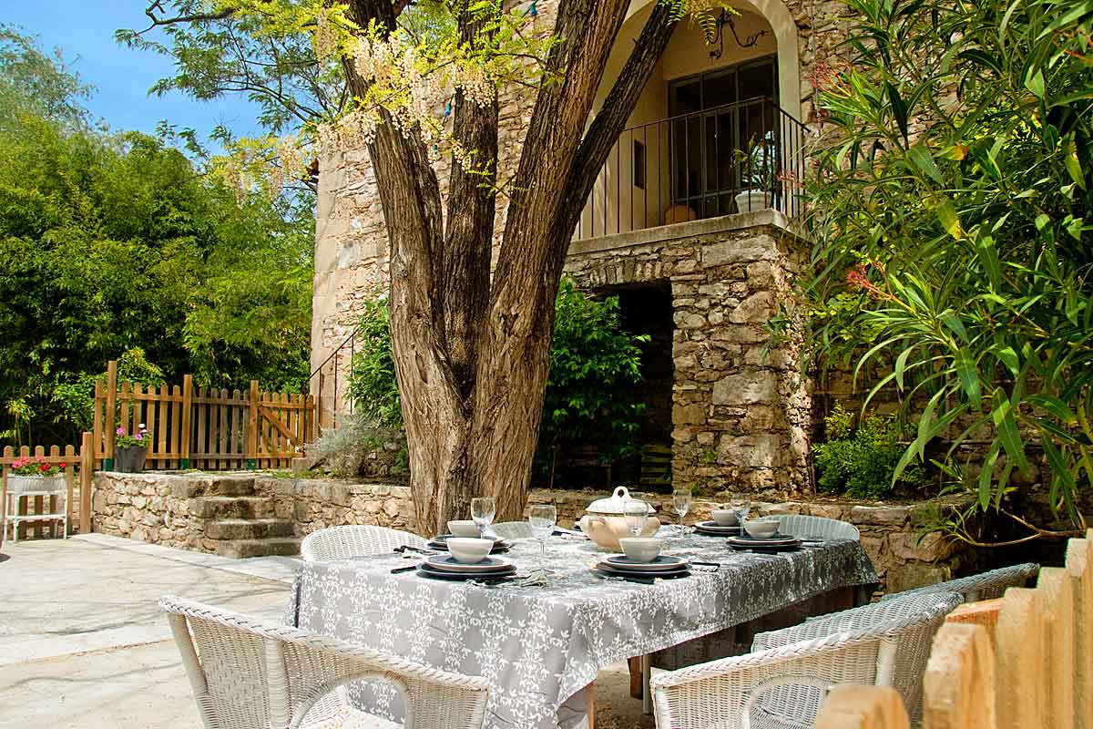 Villa Rental in Nimes for 27 people