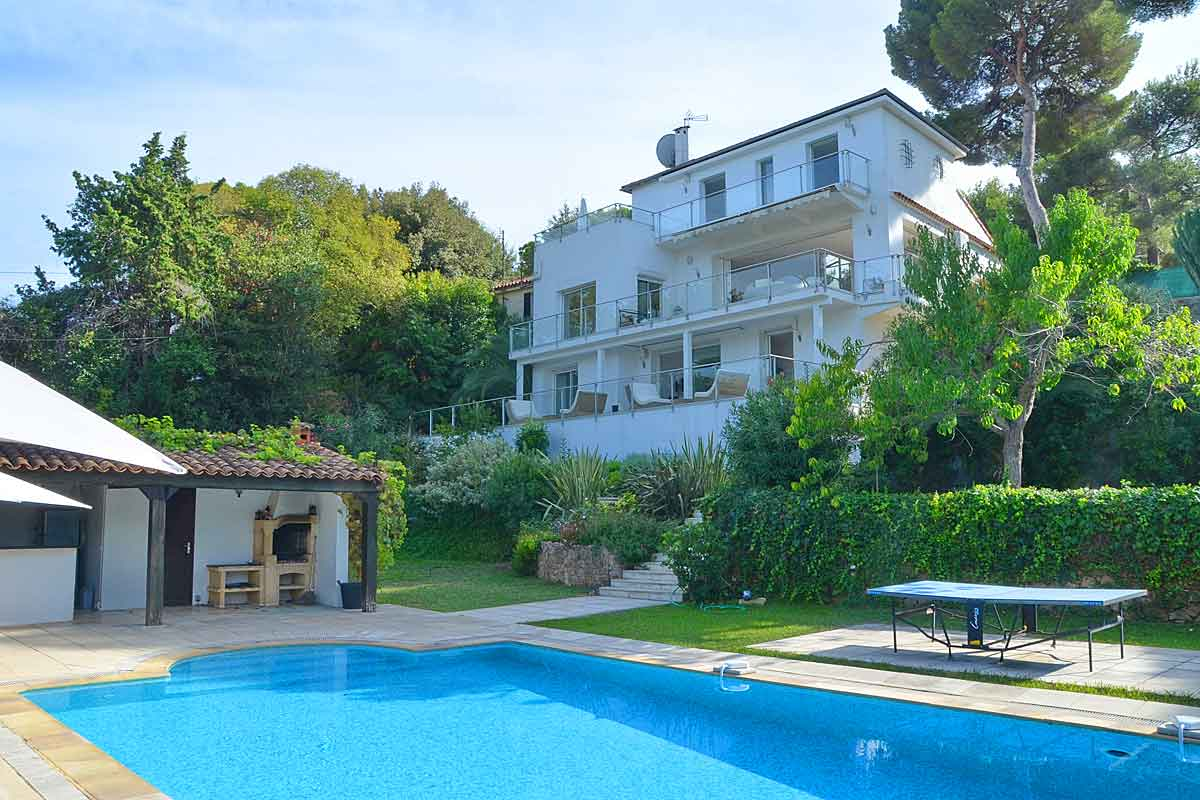 Luxury holiday villa for 10 with pool to rent cap d 39 antibes for Haus mit pool
