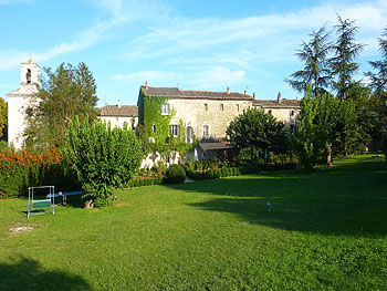 Provence accommodation with pool tennis court ideal for for 8 maison parc crt