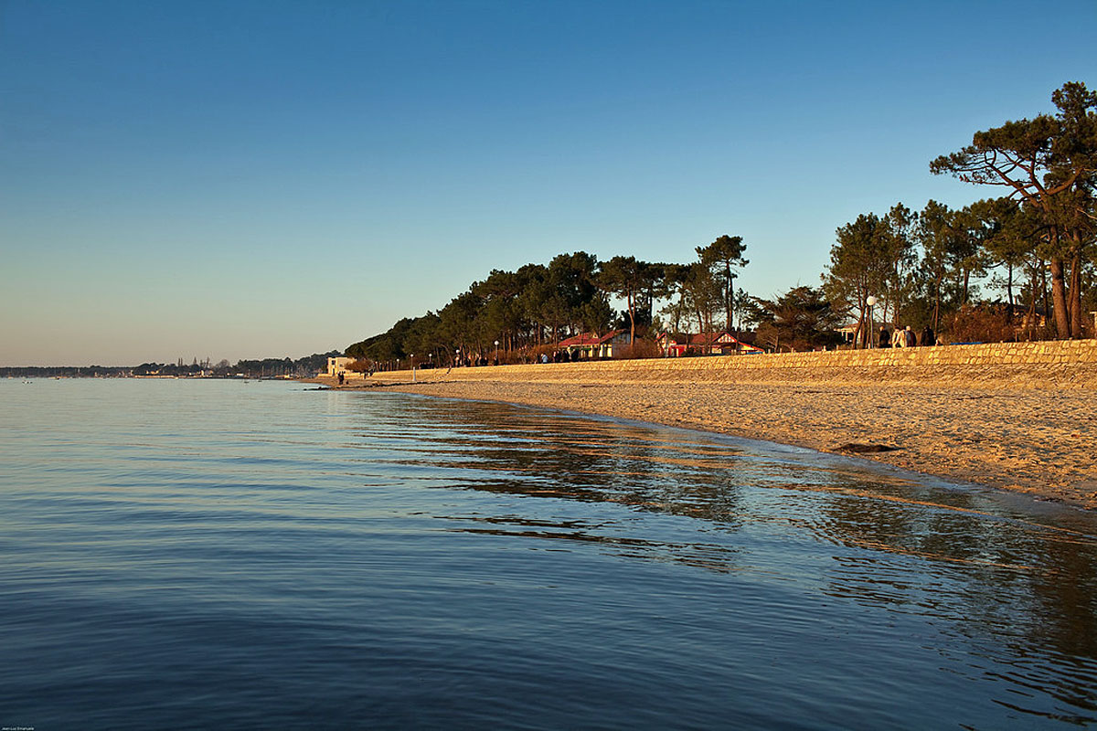 Arcachon Seafront Retreat