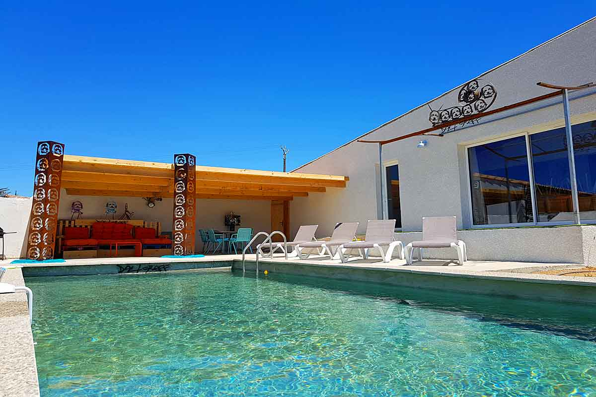 Narbonne Holiday Villa with pool