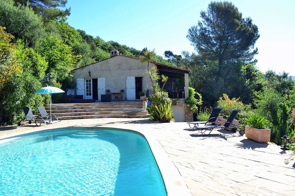 Cote d 39 azur luxury holiday villa with pool to rent near nice for The terrace house book