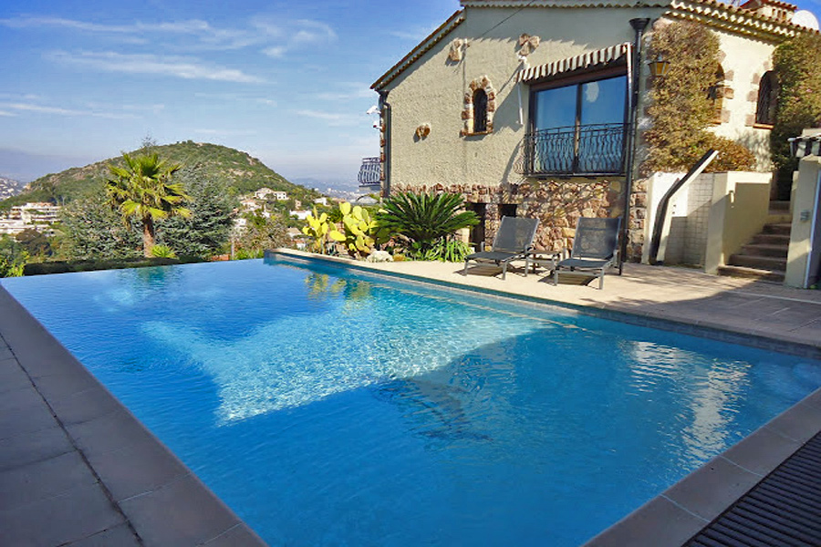 Cote D 39 Azur Luxury Holiday Villa To Rent With Pool Next To A Beach In La Napoule