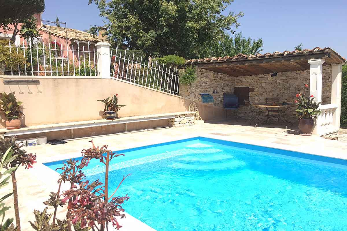 Villa Rental near Avignon for 6 with pool