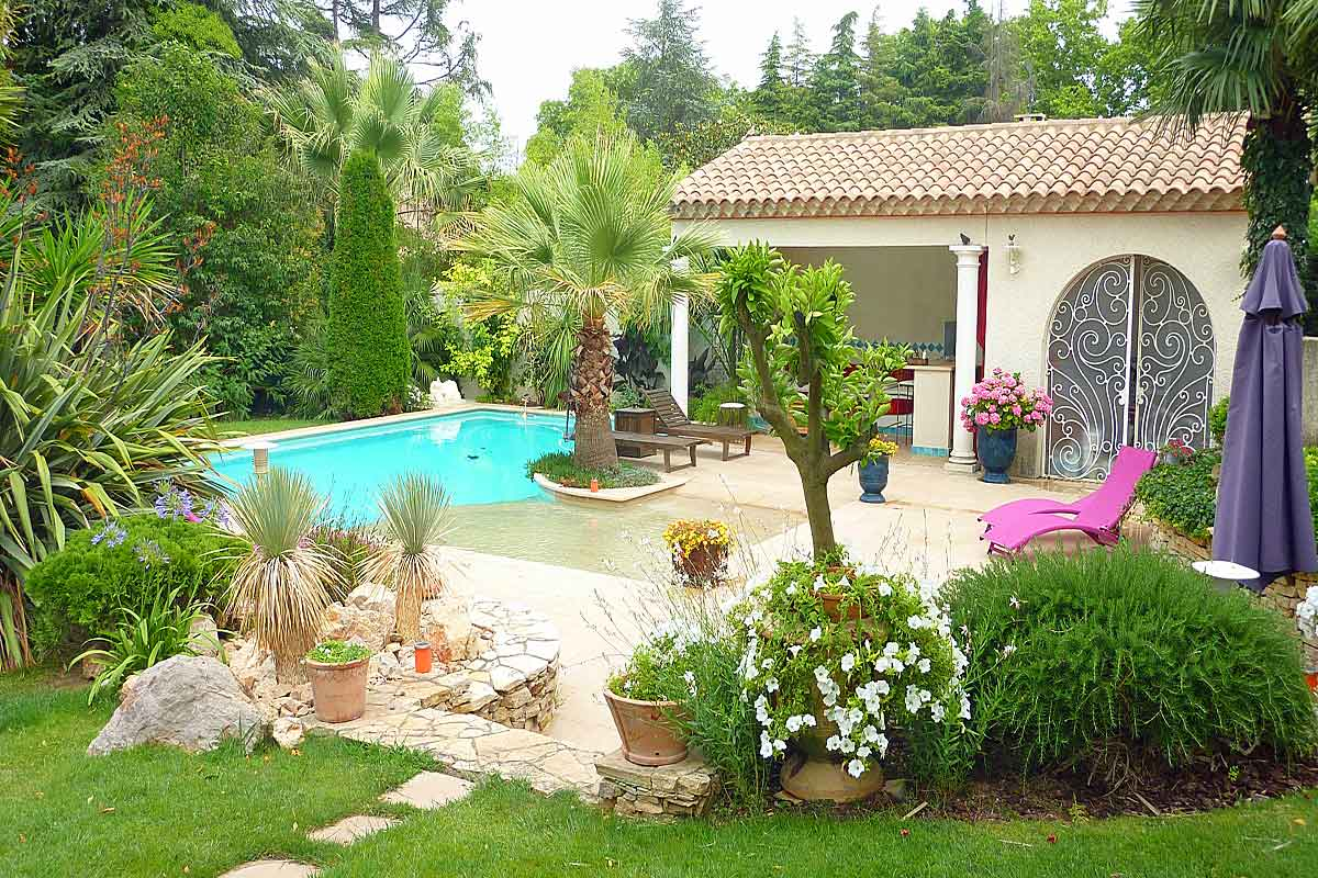 Pezenas family holiday villa for 10