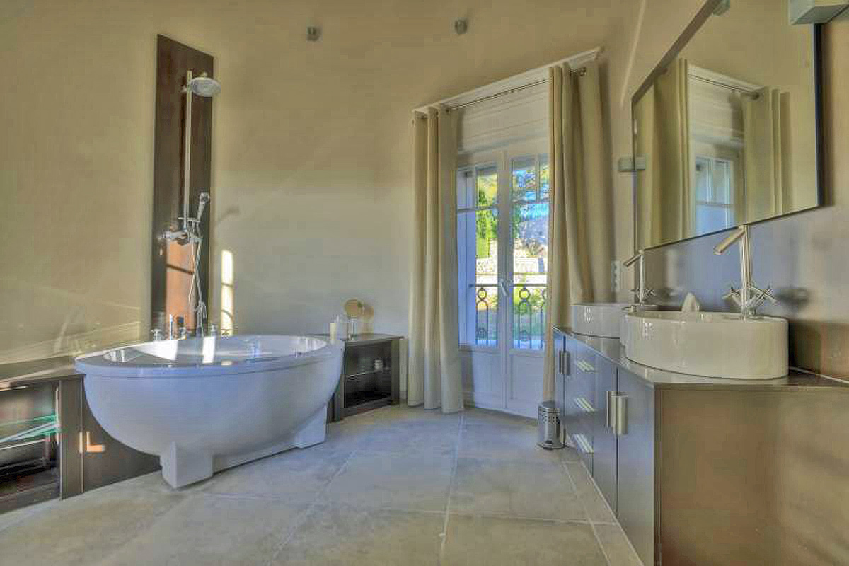 Villa Rental near Mougins for 10 with pool
