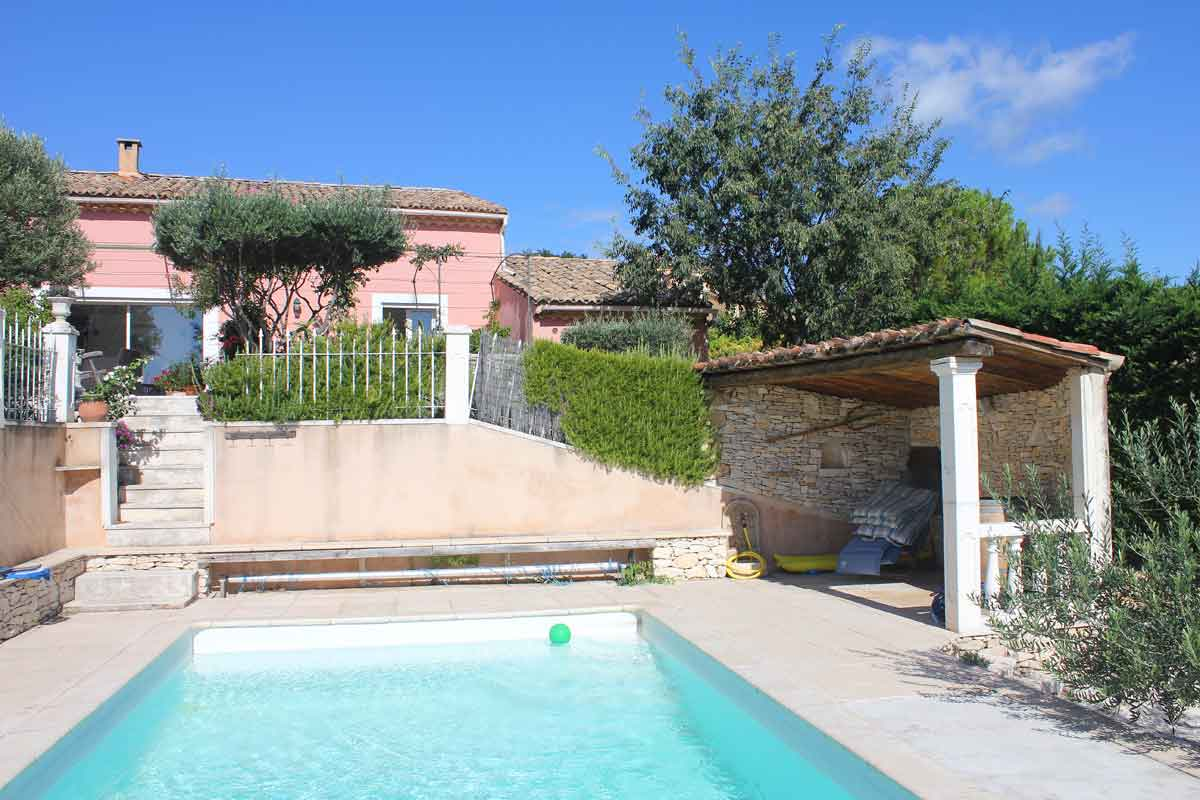 Rent a house in Provence fo 6 with pool