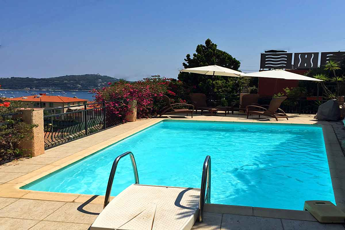 Cote d 39 azur town villa for rent with pool in villefranche for Terrace pool