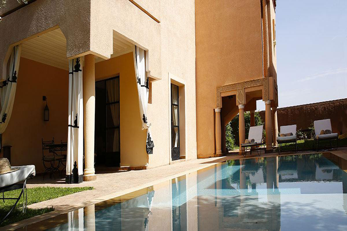 Moroccan luxury holiday villa riad with pool on a private for Luxury riad in marrakech