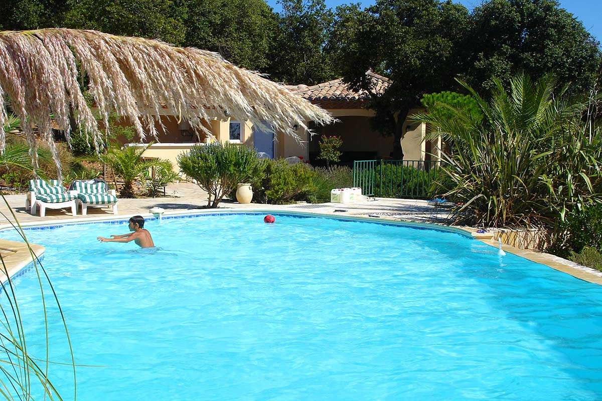 South of france family villa with pool to rent near beziers for Villas with infinity pools