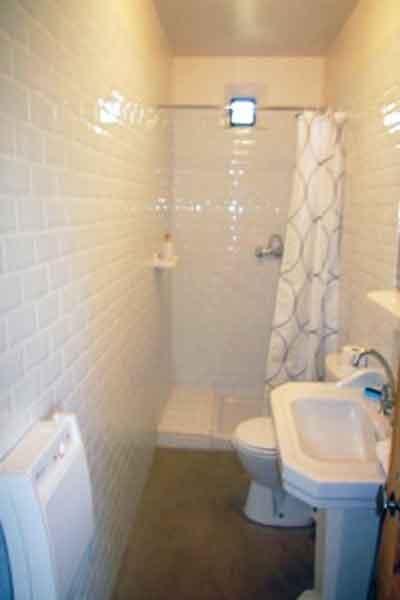 Shared shower room - Bedrooms 2 and 3 - Maison Sophie - Villa to Rent in Provence