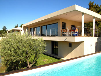 large villa with pool in Provence near Avignon
