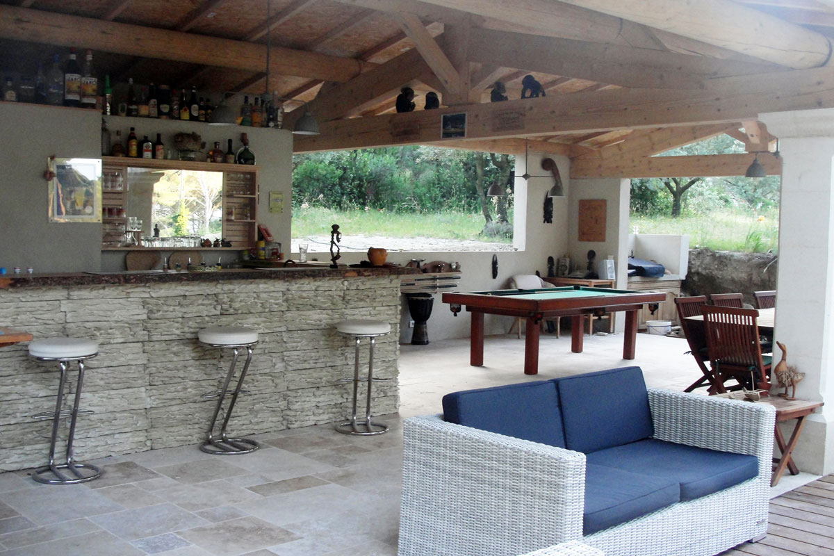 Provence large family villa to rent with pool near isle - Houses with swimming pools to rent ...