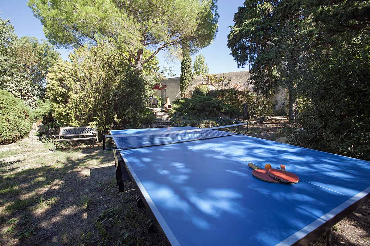 villa with ping pong table