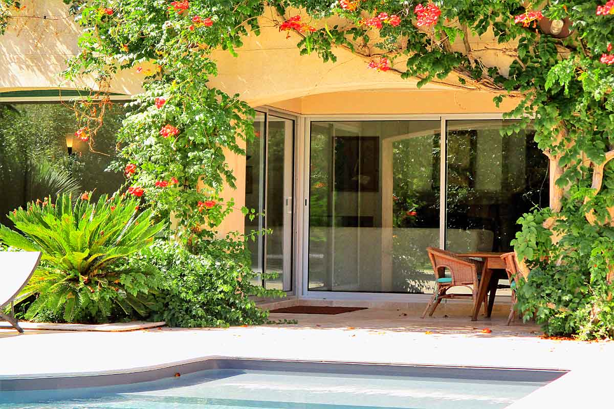 Pezenas-Holiday-Villa-with-pool-for-10